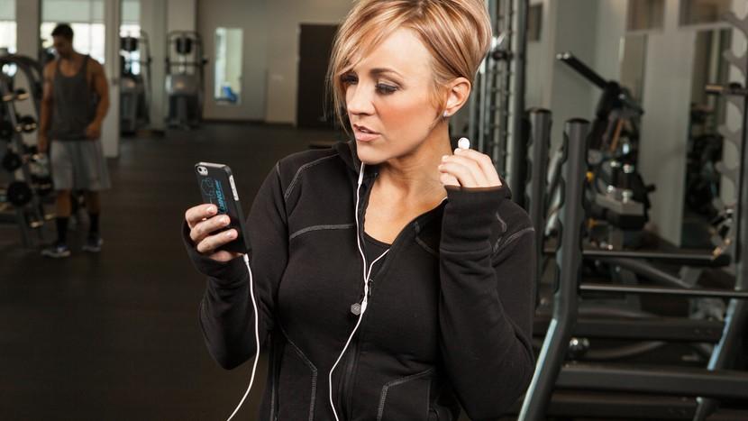 the-4-best-workout-headphones-header-v2-830x467