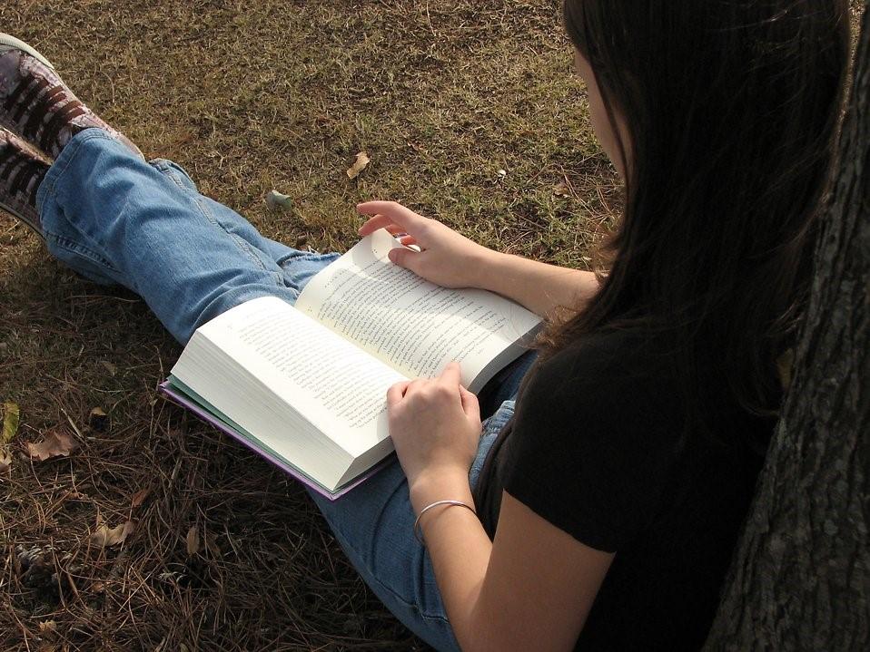 677-teenage-girl-reading-a-book-pv