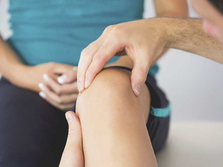 732x549_Guide_to_Cold_Laser_Therapy_for_Knee_Pain_What_You_Should_Know