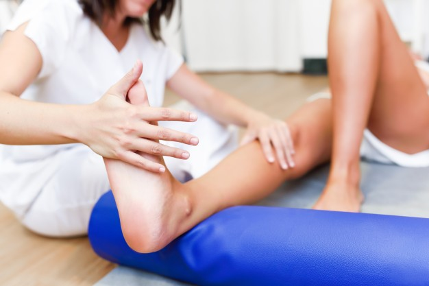 medical-check-at-the-legs-in-a-physiotherapy-center_1139-1111