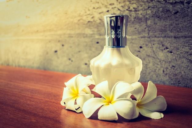 perfume-bottle_1203-3562