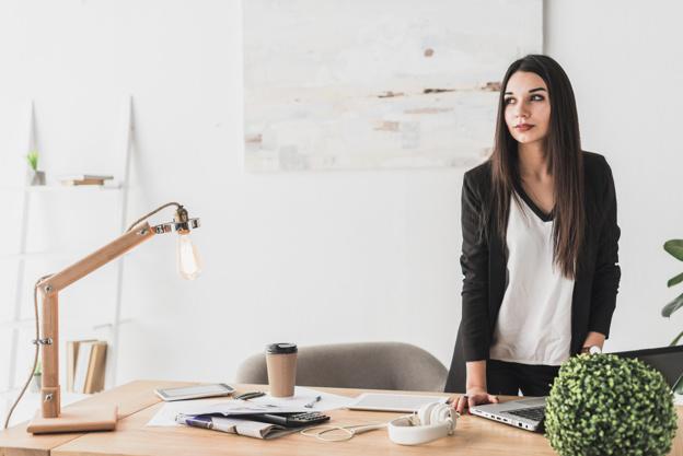 pretty-woman-in-office_23-2147762321