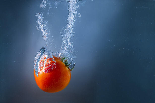 tomato-immersed-in-water_23-2147608392