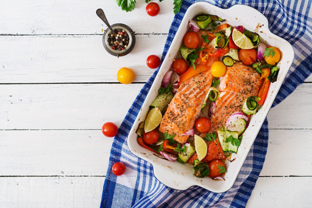 baked-salmon-fillet-with-vegetables_2829-477