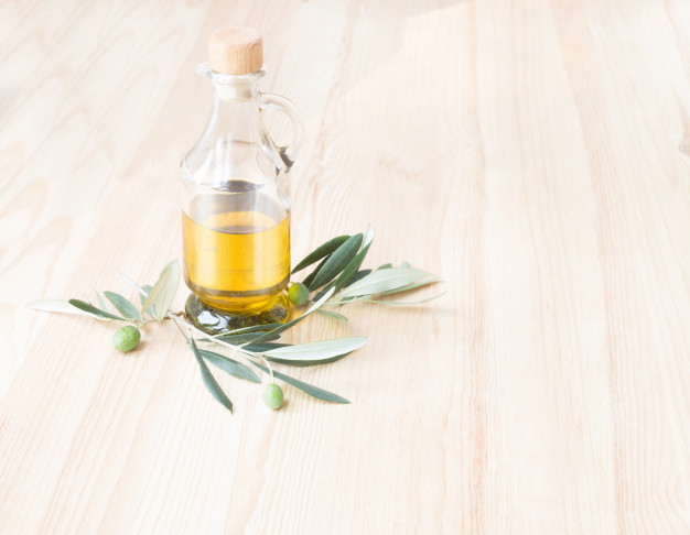 glass-bottle-of-olive-oil_1182-923