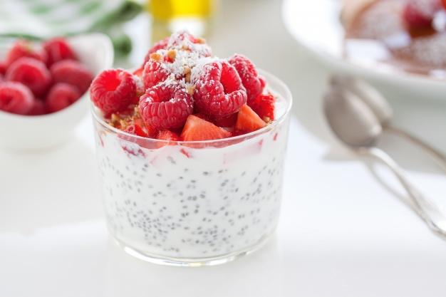 homemade-dessert-of-raspberries_1220-220