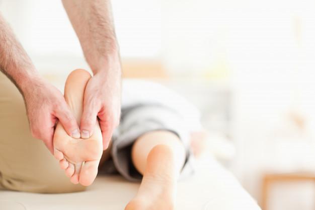 male-masseur-massaging-a-woman-s-feet_13339-270865