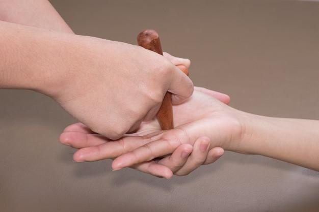 reflexology-hand-massage_35666-303