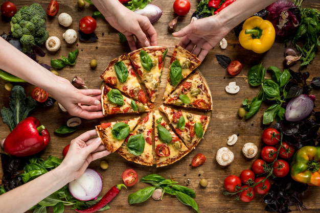 friends-eating-pizza_20303-5843