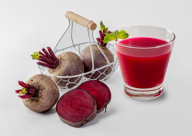 beetroot-cold-pressed-juice-in-glass-healthy-raw-vegetable-and-fruit-drink-for-detox_45583-733
