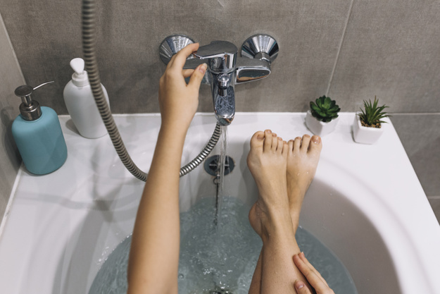 crop-woman-relaxing-in-bath_23-2147787885