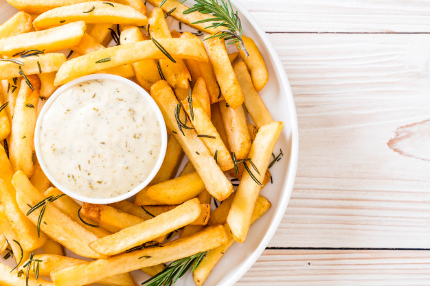 french-fries-with-sauce_1339-9588