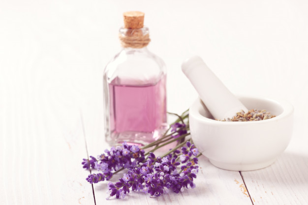 lavender-flowers-and-oil_67618-528